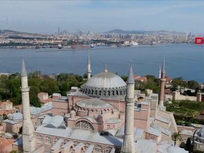 Τουρκία: Κρεμούν ισλαμικά σύμβολα στην Α...