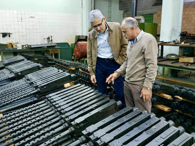 Επίσκεψη  Άγγελου Τσιγκρή στην Ελληνική Βιομηχανία Όπλων (ΕΒΟ) Αιγίου