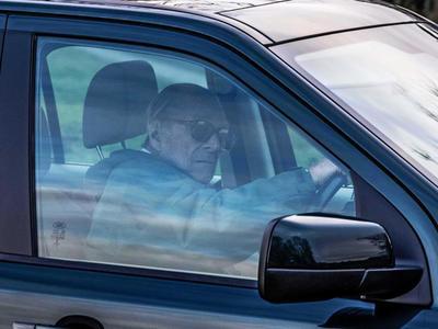 Ξανά στο τιμόνι ο 97χρονος πρίγκιπας Φίλιππος- Δύο μέρες μετά το τροχαίο του