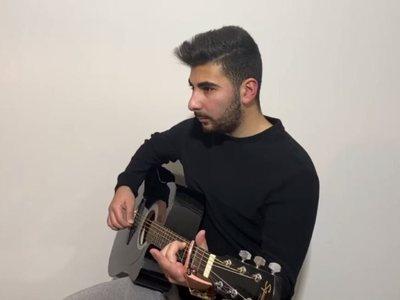 Ο μικρός αδερφός του Παντελή Παντελίδη τραγουδά στο YouTube και του μοιάζει απίστευτα