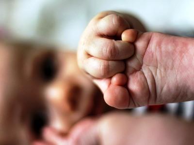 Στα τέλη Φεβρουαρίου η πρώτη δόση του επιδόματος γέννας