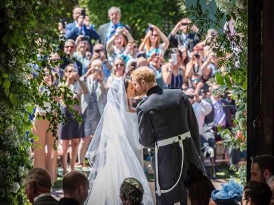 Το βίντεο για την επέτειο γάμου Χάρι - Μέγκαν με τις αδημοσίευτες φωτογραφίες