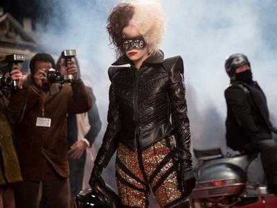 «Cruella» στα σινεμά: Η Εμμα Στόουν σε έ...