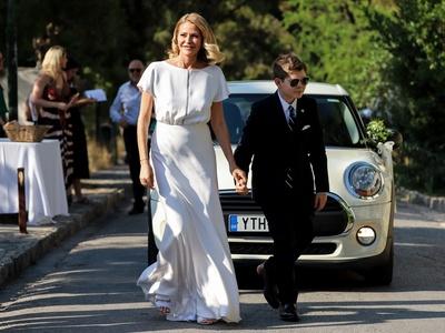 ΔΕΙΤΕ τις πρώτες 20+ ΦΩΤΟ από τον γάμο της Τζένης Μπαλατσινού και του Βασίλη Κικίλια