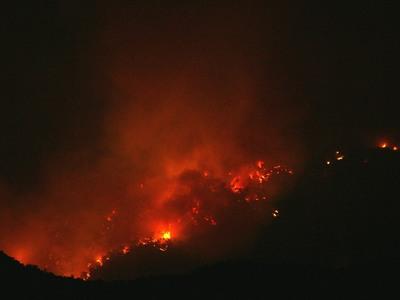 Μεγάλη βραδινή φωτιά στην Ηλεία – Σήμανε συναγερμός -ΦΩΤΟ