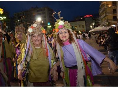 Η Μεγάλη Καρναβαλική νύχτα της Πάτρας! ΔΕΙΤΕ ΚΙ ΑΛΛΕΣ ΦΩΤΟ από τη Νυχτερινή Ποδαράτη