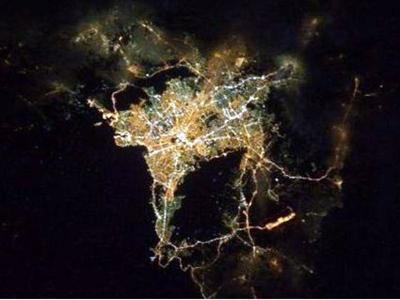 Μια φωτογραφία της νυχτερινής Αθήνας από...