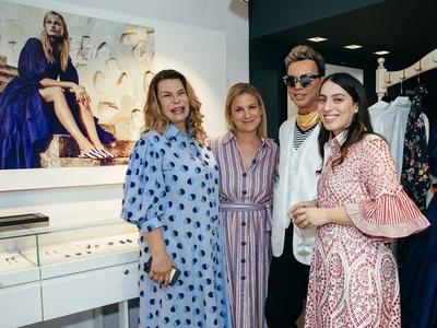 Ποιοί θαύμασαν τα shirtdresses Evi Grintela στο Κολωνάκι, εκεί και η Αντα Παπανδρέου