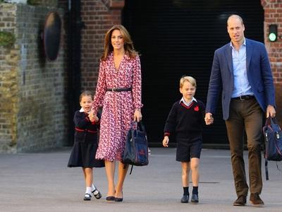 «Πανζουρλισμός» με το look της Κέιτ Μίντλετον για την πρώτη μέρα στο σχολείο