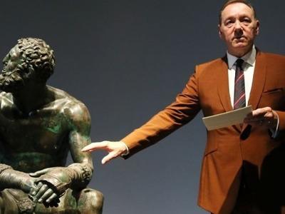 Ο Κέβιν Σπέισι απήγγειλε ποίηση σε μουσείο της Ρώμης
