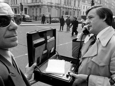 Πώς εξελίχθηκαν τα κινητά τηλέφωνα από το 1916 μέχρι σήμερα -Από το στρατό, στα χέρια όλων