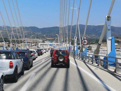 """""""Βούλιαξε"""" η Ναύπακτος την Κυριακή - Αυξημένη η κίνηση και στη Γέφυρα"""