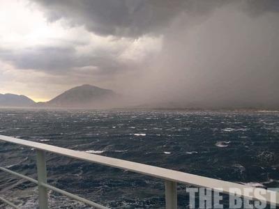 Ρίο – Αντίρριο: Ο άνεμος λυσσομανά και η θάλασσα φουσκώνει – ΦΩΤΟ & ΒΙΝΤΕΟ
