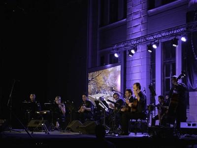 """Συναυλία με το """"Ευήκοον Μέλος"""", τον Κώστα Θωμαίδη & την Έλενα Κοσμά στο Σκαγιοπούλειο"""