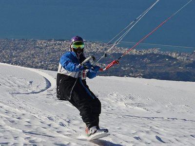 Μαγικές εικόνες! Snow Kite στο Παναχαϊκό με φόντο την Πάτρα και τη θάλασσα! ΒΙΝΤΕΟ - ΦΩΤΟ