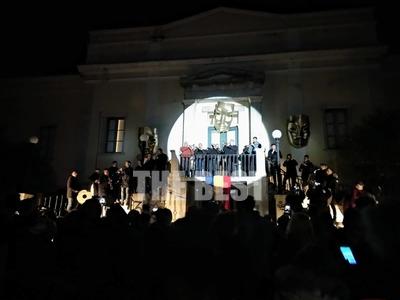 Η Πάτρα γιορτάζει -Πρόεδρος της Άνω Πόλης ο Καραγκιόζης -ΦΩΤΟ και ΒΙΝΤΕΟ