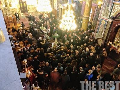 Απέραντη θλίψη στην κηδεία του καθηγητή Δημήτρη Βασιλακόπουλου - ΦΩΤΟ