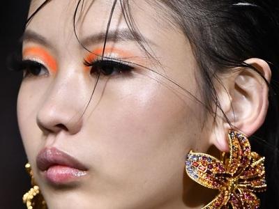 Neon bright eyes: Θα μου αγοράσω δωράκι μια φαντεζί χρωματιστή σκιά για τα μάτια