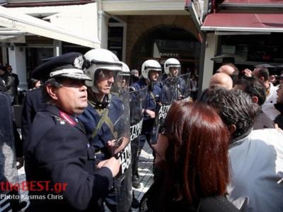 Πάτρα: Έξαλλοι οι πολίτες που δεν μπόρεσαν να μπουν ούτε στην Μητρόπολη-Δείτε VIDEO