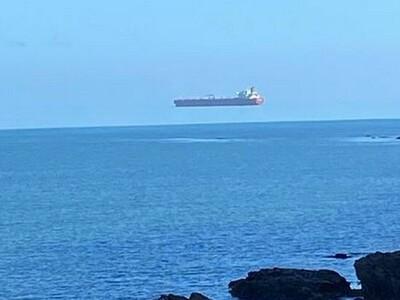 Κοίταξε τον ουρανό και είδε το πλοίο να ...
