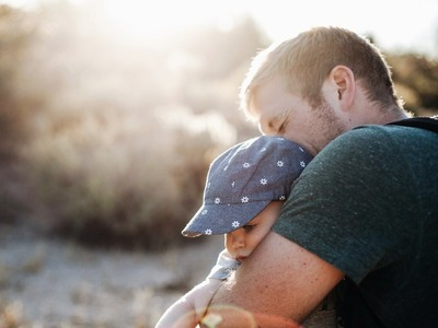 Γονική άδεια και στους μπαμπάδες μέχρι ένα εξάμηνο