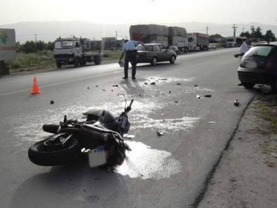 Πάτρα: Τροχαίο κοντά στα Καμίνια - Σφοδρή σύγκρουση δικύκλου με ΙΧ αυτοκίνητο - Σοβαρά τραυματισμένος ο δικυκλιστής