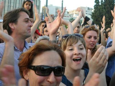 Χιλιάδες λαού πλημμύρισε τις πλατείες-Δείτε βίντεο και φωτό από Πάτρα, Αθήνα, Θεσσαλονίκη