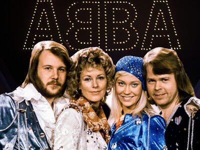 Οι ABBA επιστρέφουν με νέα τραγούδια μετ...