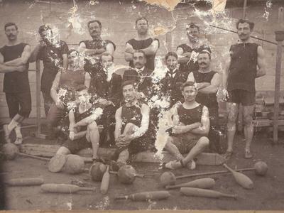 Οι αθλητές της ΓΕΠ ποζάρουν στα Ψηλαλώνια το 1906