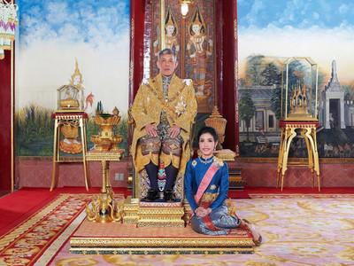 Ταϊλάνδη: Ο βασιλιάς αφαίρεσε τους τίτλους της συντρόφου του- Την κατηγορεί για απιστία