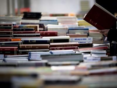 Γνωρίστε τον βιβλιοπώλη των αστέγων – ΒΙΝΤΕΟ