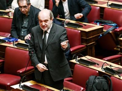 ΕΚΤΑΚΤΟ! Κατέρρευσε μέσα στη Βουλή ο Τρύφωνας Αλεξιάδης