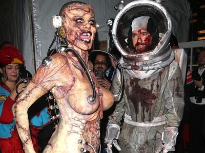 Halloween: Υπερπαραγωγή η Χάιντι Κλουμ ως ζόμπι, πώς μεταμφιέστηκαν Καρντάσιαν και άλλοι διάσημοι