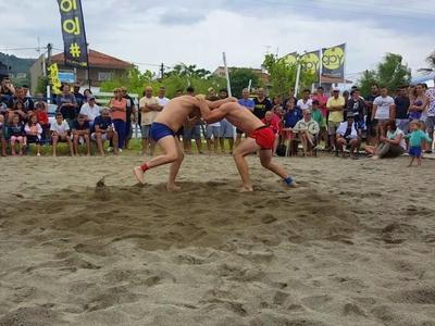 Beach Wrestling: Μάχες σώμα με σώμα στην άμμο