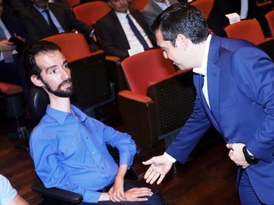 Ο Τσίπρας χαιρέτησε τον Κυμπουρόπουλο