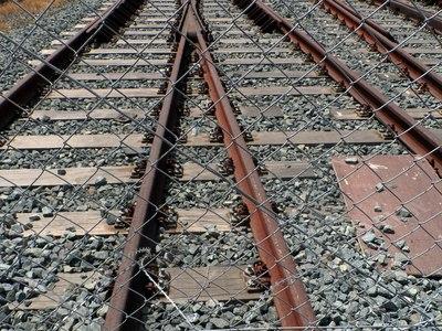 Πάτρα: Αυτοκίνητο βρέθηκε στις ράγες του τρένου!