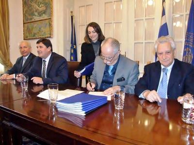 Η Πάτρα, επιτέλους, απέκτησε το θαλάσσιο μέτωπο – Έπεσαν οι υπογραφές Δήμου και ΟΛΠΑ-ΦΩΤΟ