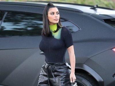 Μετά την επίσκεψη στον Τραμπ με χρυσό bodysuit η Kim Kardashian εμφανίστηκε με νέον μπλούζα
