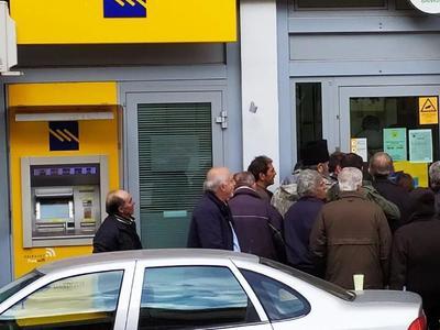 Κλειτορία: Προπαραμονή πρωτοχρονιάς στην ουρά της μοναδικής τράπεζας