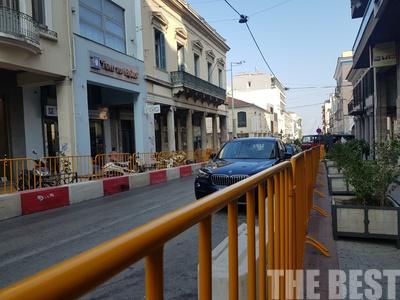 Κιγκλιδώματα στα πεζοδρόμια της Πάτρας από σήμερα για τα καρτ - ΦΩΤΟ