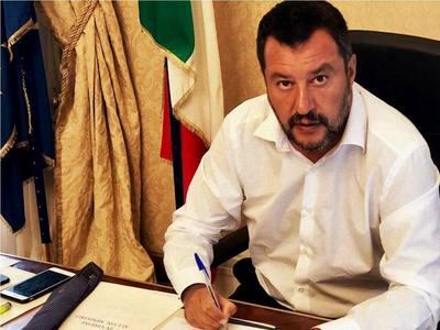 Ο Σαλβίνι ρίχνει την κυβέρνηση της Ιταλίας