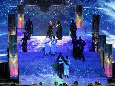 """Τους """"έκαψε"""" η Μαντόνα στη Eurovision! Έξαλλοι οι Ισραηλινοί για το χορευτικό με τις σημαίες της Παλαιστίνης"""