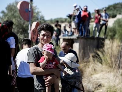 Ο Χρυσοχοΐδης ψάχνει ξενοδοχεία για πρόσφυγες – Άγνωστο τι θα γίνει στην Πάτρα