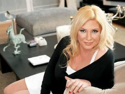 Η Δήμητρα Λιάνη Παπανδρέου βάφει μαλλί on camera και αγανακτεί