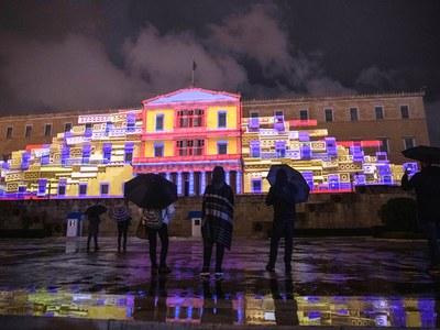 Εντυπωσιάζει το 3D projection mapping στον στολισμό της Βουλής! ΒΙΝΤΕΟ