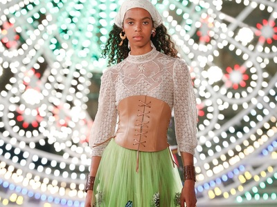 Dior Resort: Πολύχρωμα led και gipsy sty...