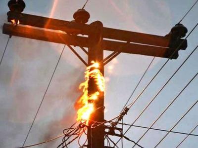 Πύργος: Χωρίς ρεύμα η πόλη λόγω της φωτιάς