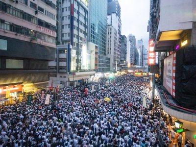 Χονγκ Κονγκ: Διεθνείς αντιδράσεις για τη βίαιη καταστολή των διαδηλώσεων