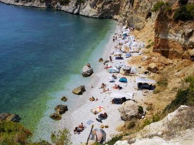 Κι όμως υπάρχουν τέσσερις παραλίες γυμνιστών διπλα στην Πάτρα