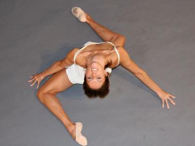 Η Barre Astie αποτελεί μια εναλλακτική μέθοδο γυμναστικής που υπόσχεται θεαματικά αποτελέσματα. Η Ελένη Μπαλαφούτη μας εξηγεί πως λειτουργεί & γιατί έχει αγαπηθεί τόσο πολύ.